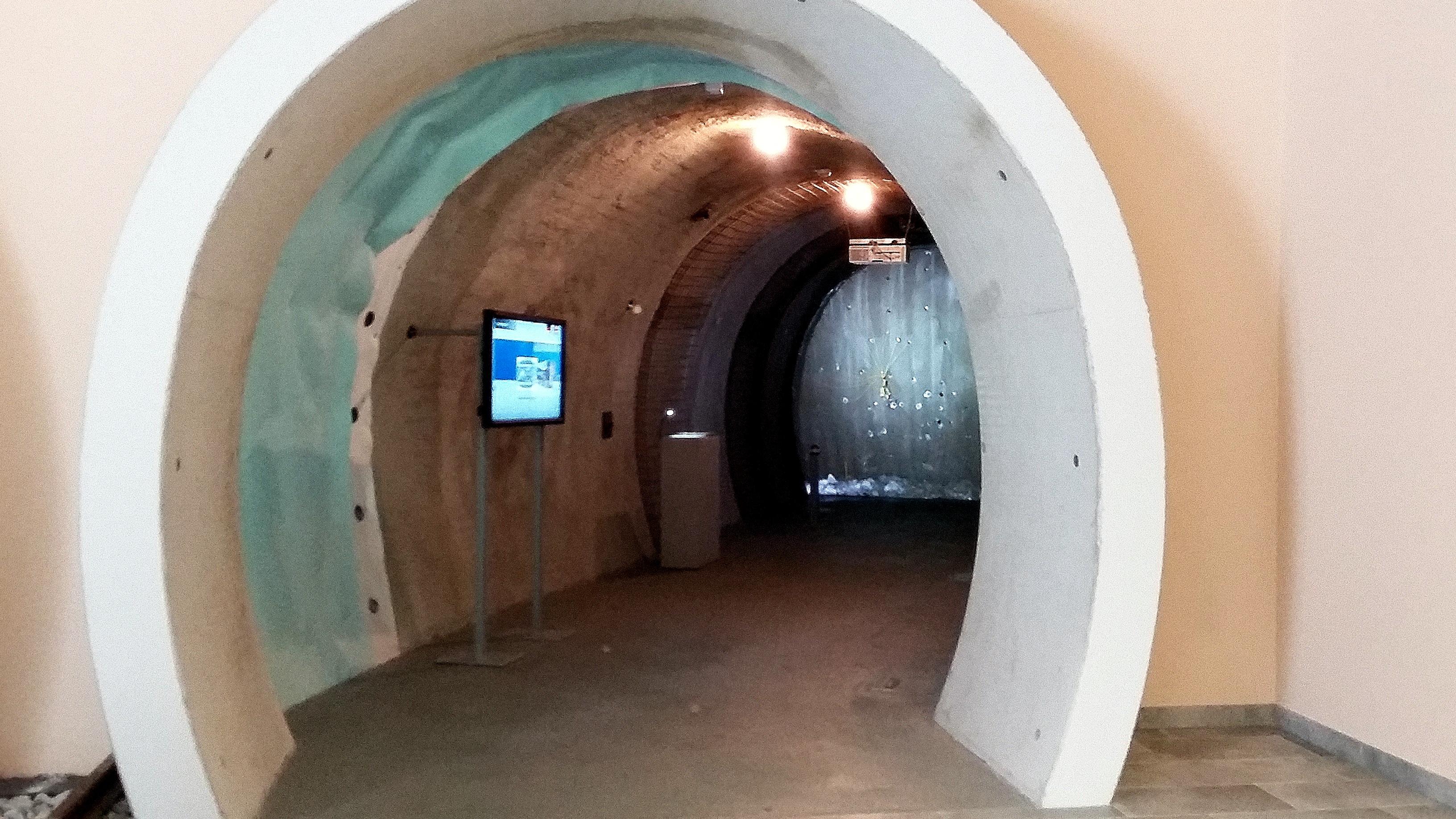 Schautunnel mit Sprengung im BBT Info-Center Steinach Wipptal