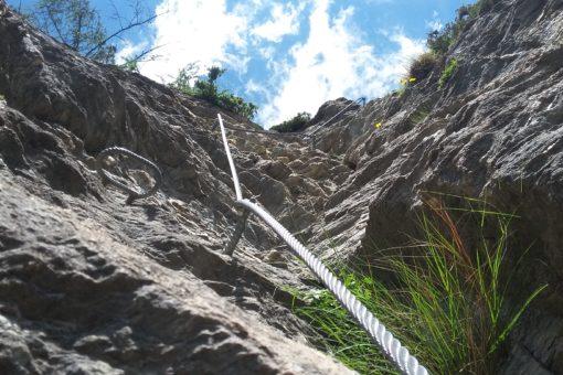 Etwas anspruchsvoller geht es hier steil aufwärts am Peter Kofler Klettersteig in St. Jodok