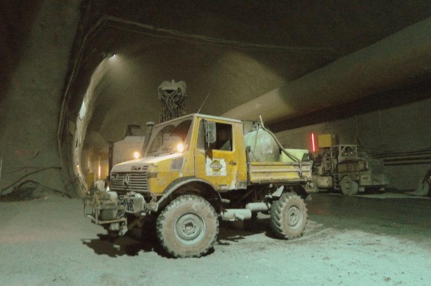 Transport-Truck im BBT Zufahrtstunnel Wolf, Wipptal