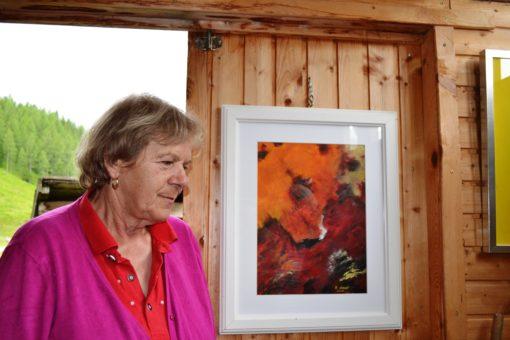 Rosa Staud mit einem ihrer Werke
