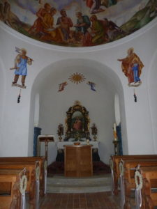 In der kleinen Kapelle Maria am See beim Obernberger See im Wipptal
