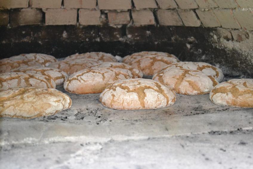 Brot im Ziegelofen