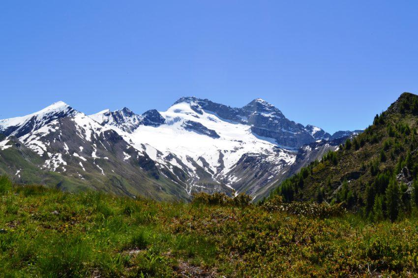 Blick auf Olperer Bergsteigerdorf St. Jodok Schmirn Vals