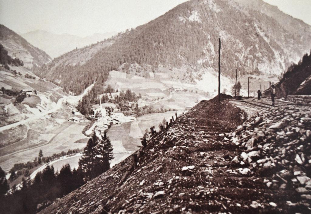 Blick auf St. Jodok, Bau der Bahn um 1865