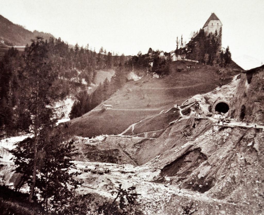 Bau der Brennerbahn beim Schloss Trautson, Matrei