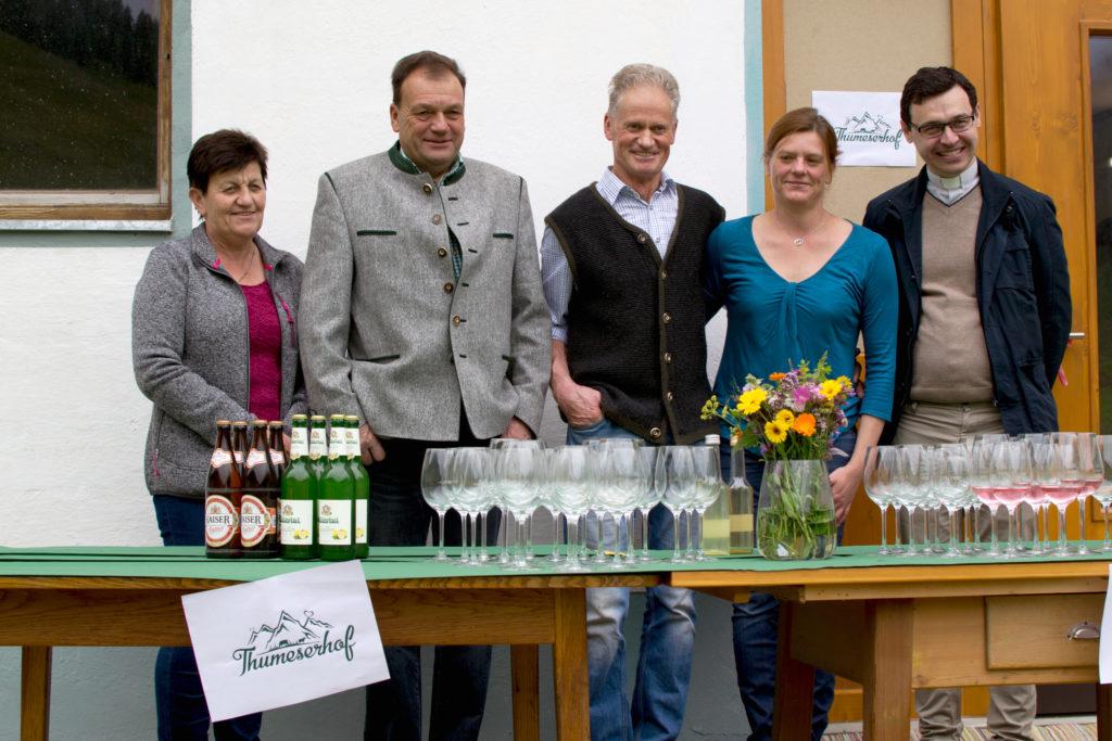Bei der Eröffnung mit Bürgermeister Vinzenz Eller und Pfarrer Ioan Budulai