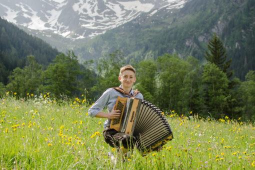 Andreas mit seiner Ziehharmonika