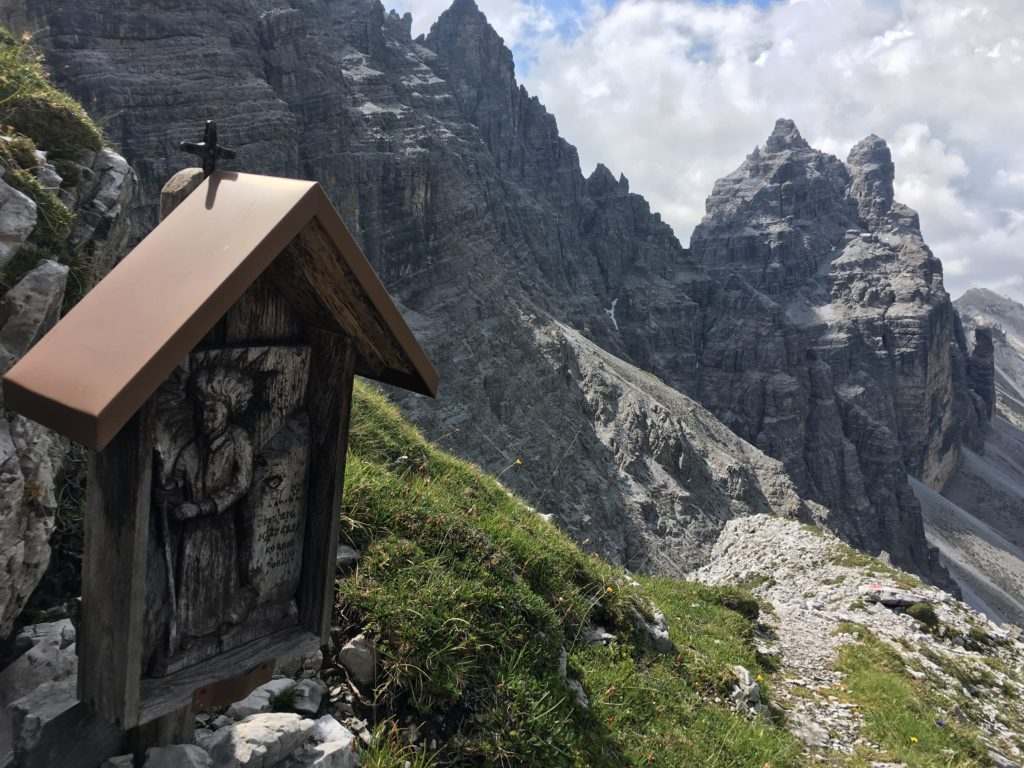 Der Heilige Bernhard soll Bergsteiger vor dem Absturz beschützen