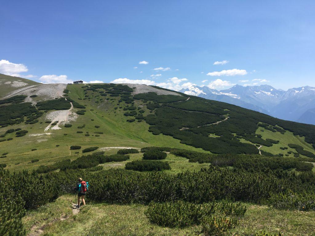 Die Blaser Hütte schon in Sichtweite - Abstieg Peilspitze