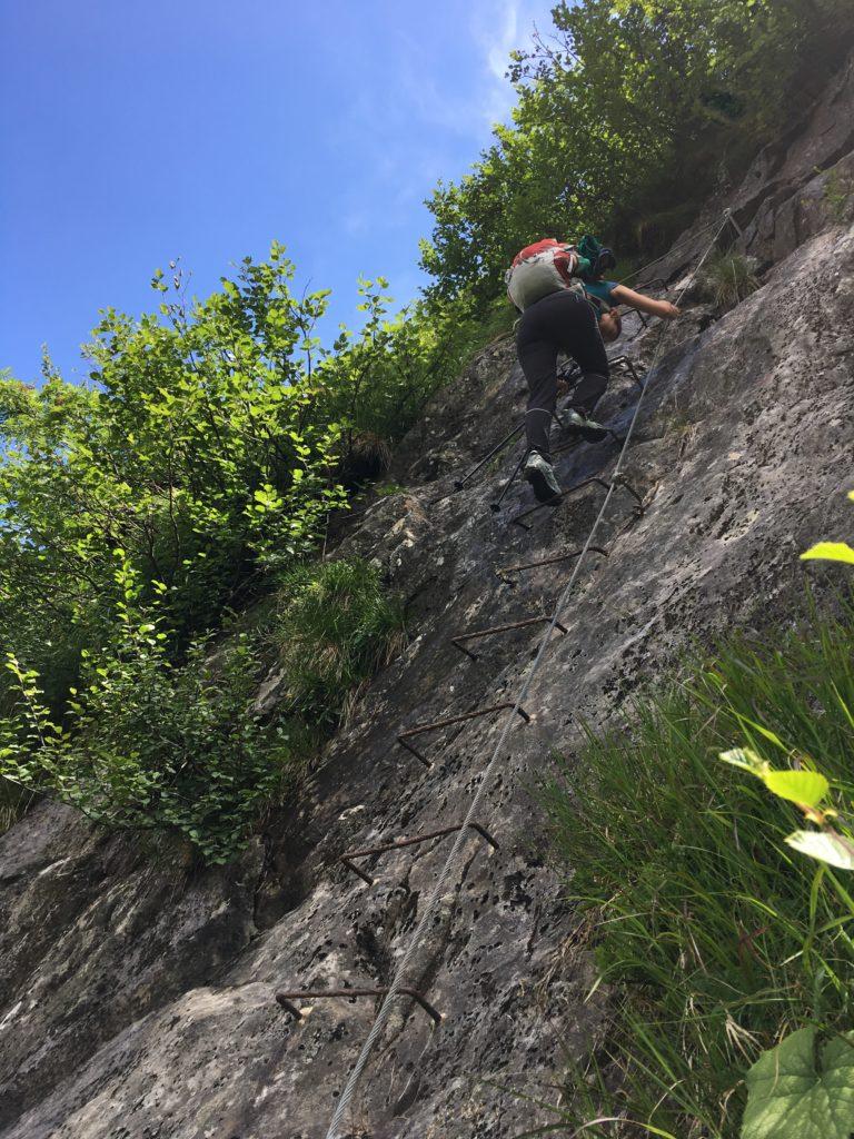 Die Leiter mit Seilpassage vor dem letzten Anstieg zur Bremer Hütte