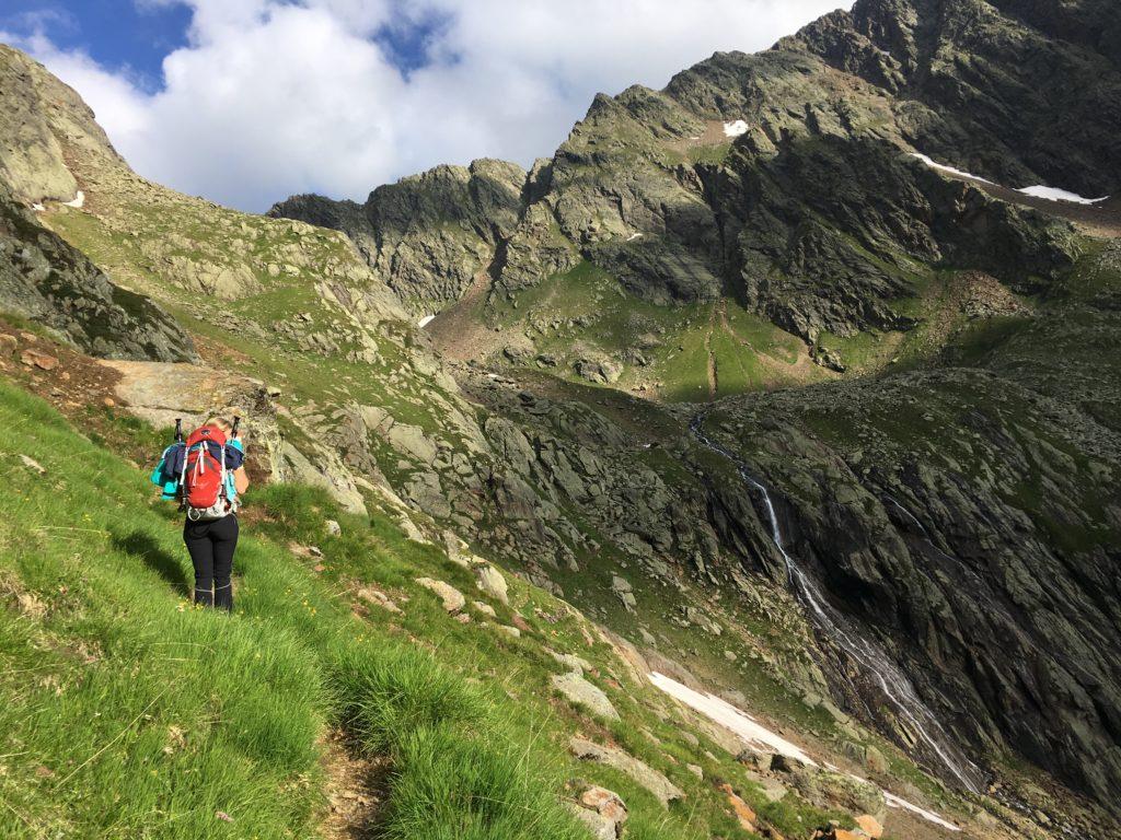 Nach einem kurzen Abschnitt mit Klettersteig geht es zum Lauterer See