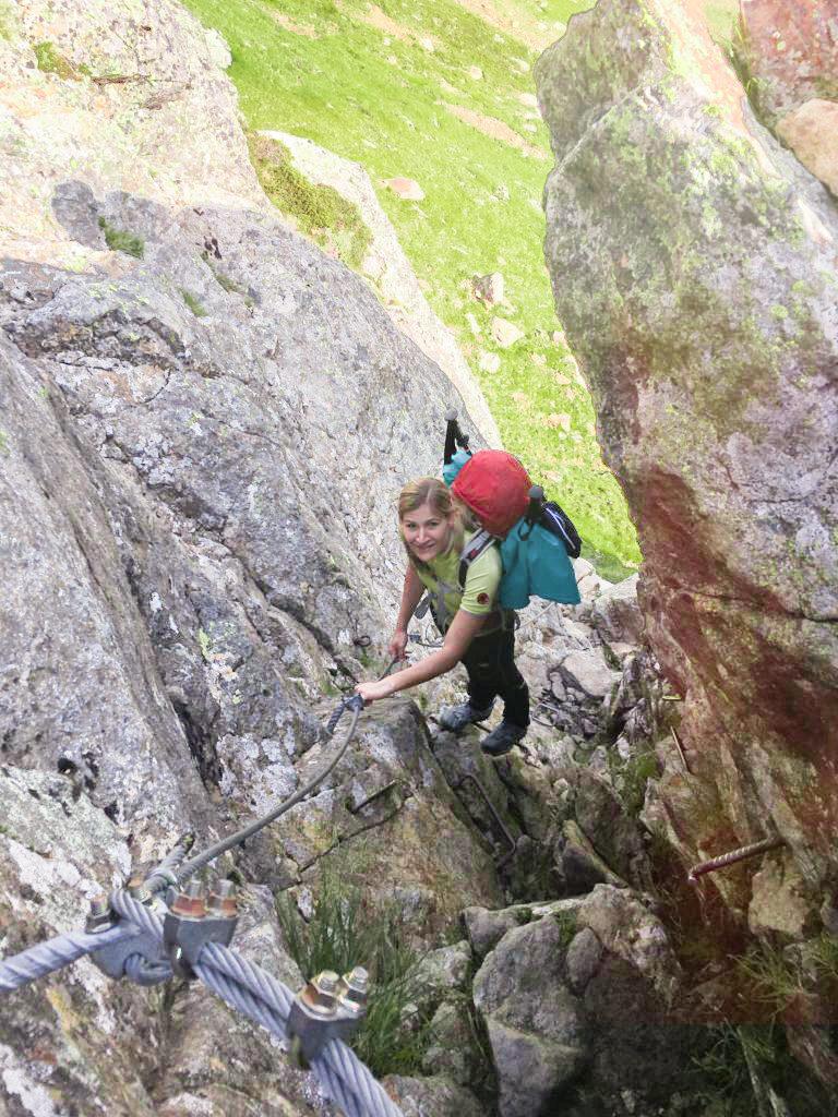 Passage zum Klettern auf dem Weg zum Lauterer See oberhalb der Bremer Hütte