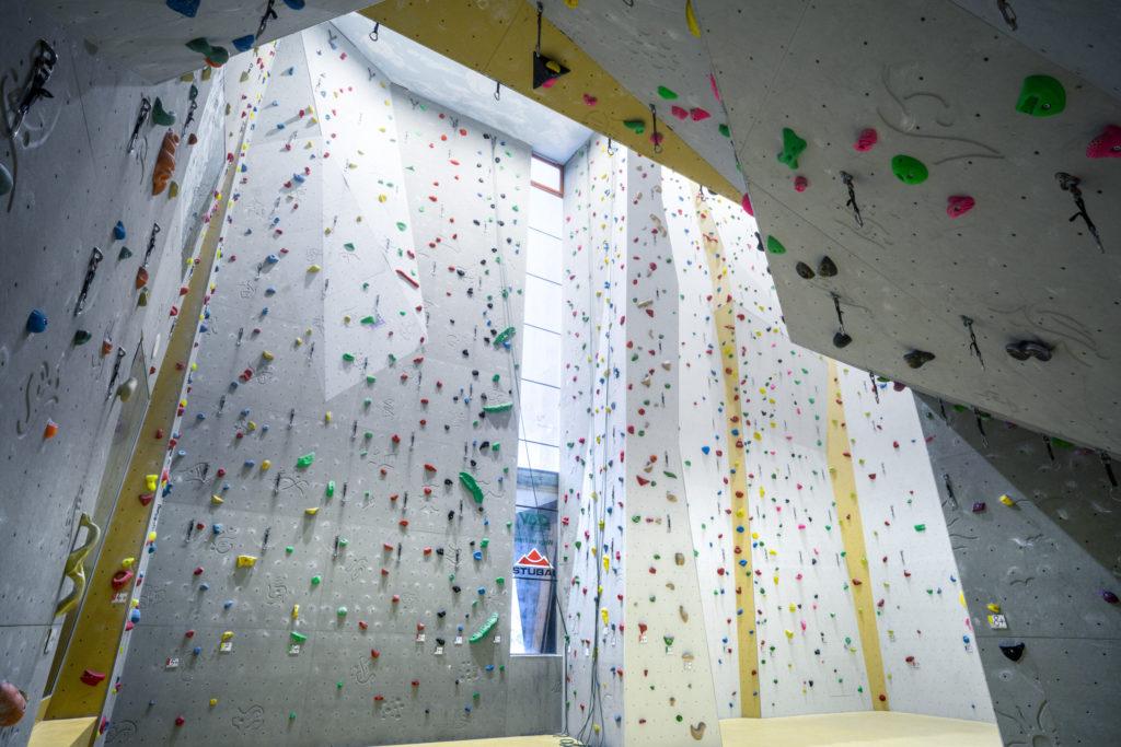 Endlos Kletterwände - genug Platz zum Trainieren