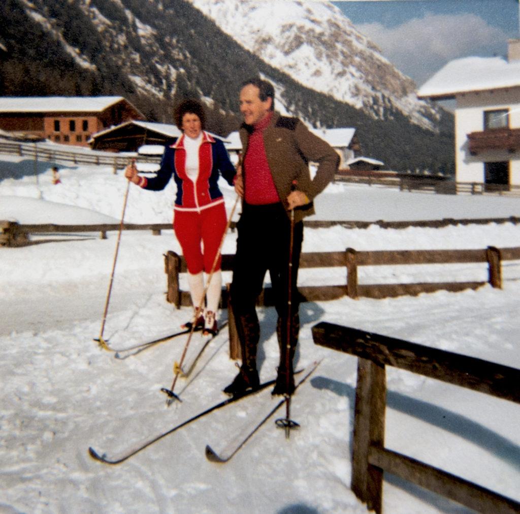 Adi und Hilde Messner beim Langlaufen