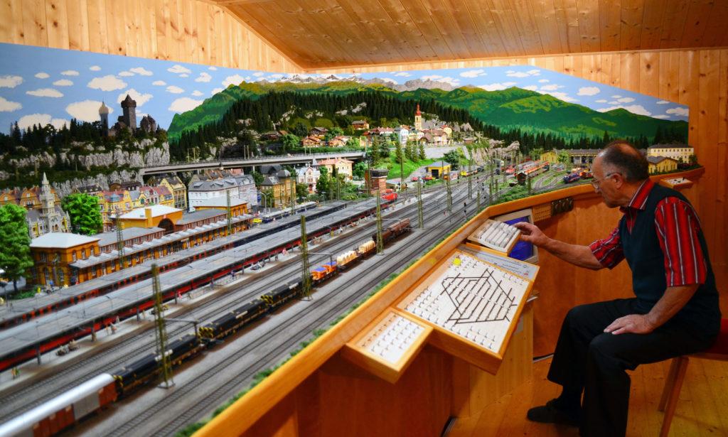 Hanns Jenewein und seine Miniatureisenbahnwelt