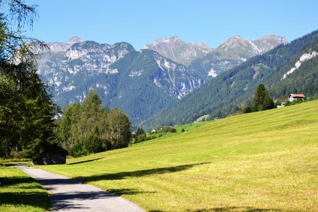 Der Weg von Steinach nach Trins ist ideal für einen Spaziergang mit Kinderwagen.