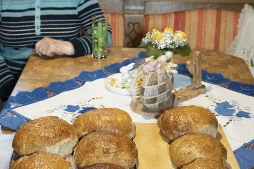 Hedwig freut sich über das gelungene Brot