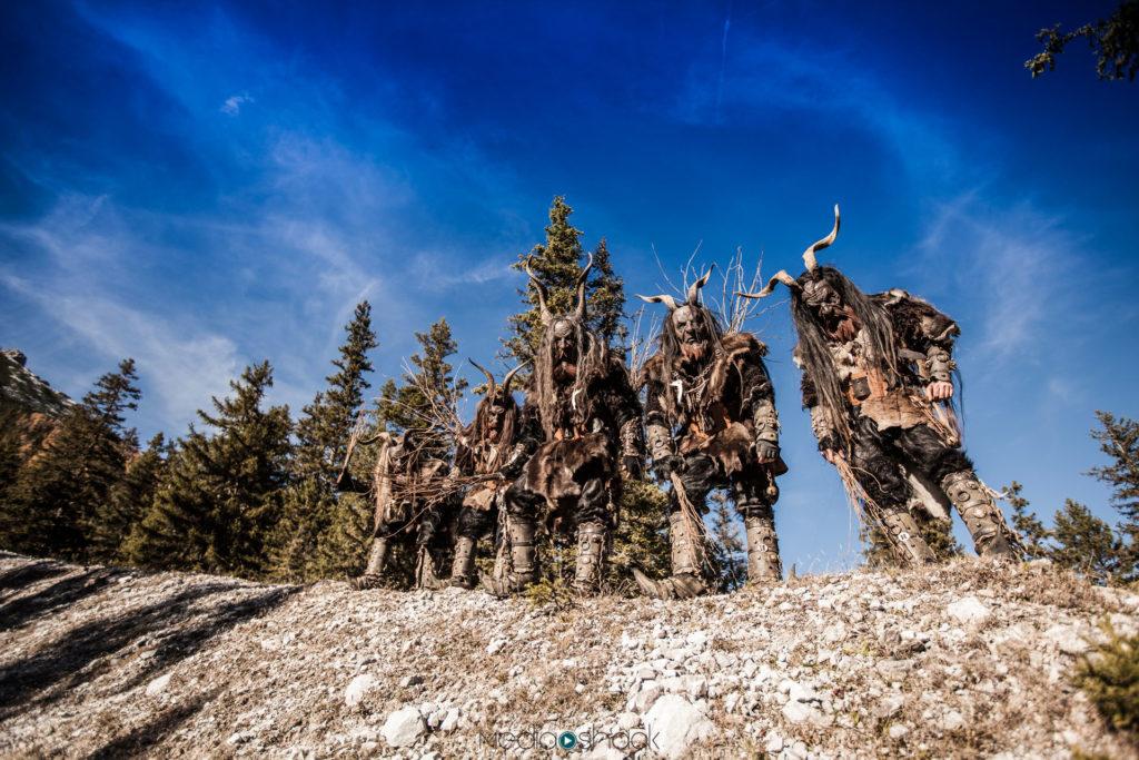 Die Matreier Tuifl mit ihren geschnitzten Holzmasken und schaurigen Gewändern