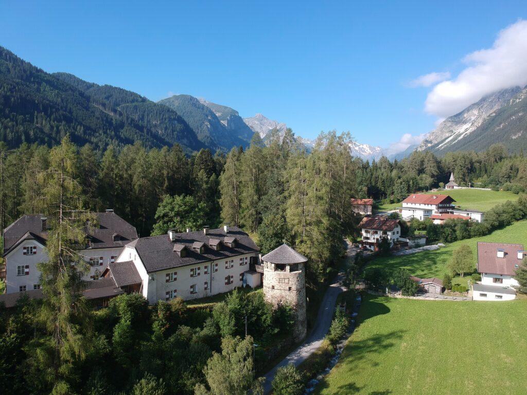 Schloss Schneeberg im Sommer