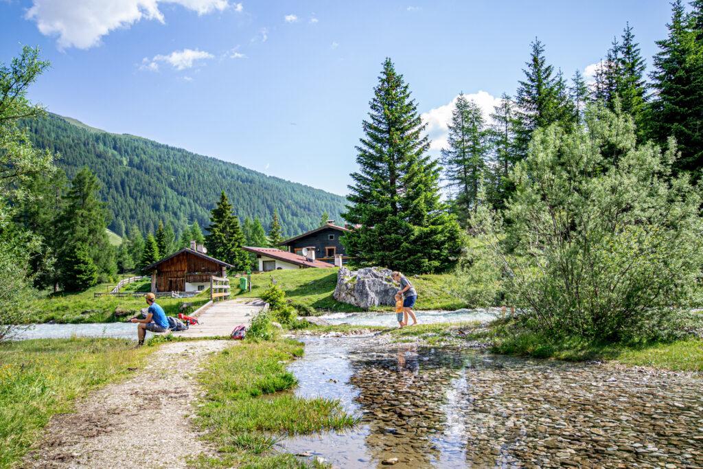 Spielen am Wasser in Obernberg