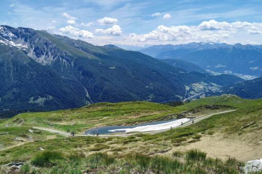 Grenzkammweg mit See