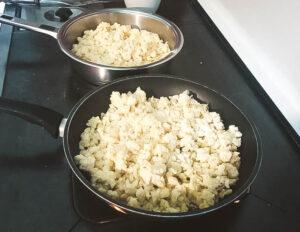 Kartoffel-Mehl-Mischung wird angebraten